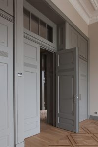 Merchants club Megrame Alba door 1